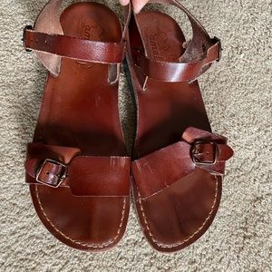 Shoes - Leather camel sandals